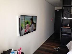LGの壁掛けテレビ。多機能。